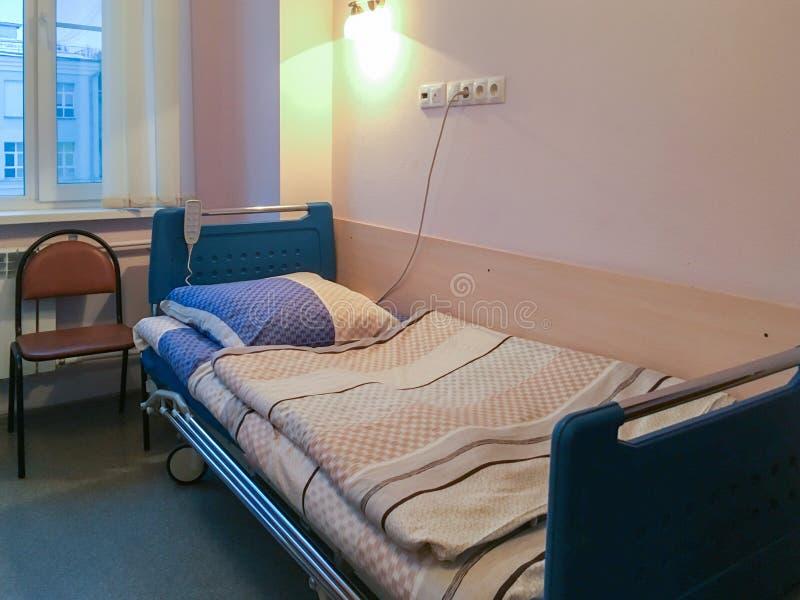 Kommunalt sjukhus för Moskva bed den små modern för det gröna sjukhuset nära nyfött s arkivfoton
