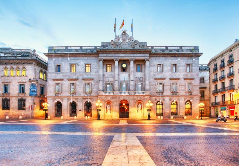 Kommunfullmäktige på Barcelona, Spanien Plaza de Sant Jaume royaltyfri foto