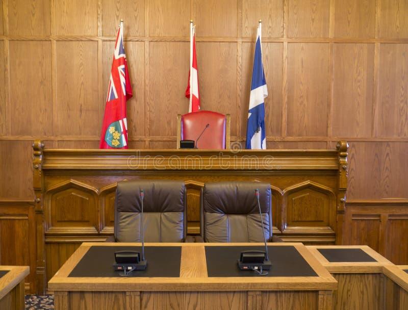 Kommunfullmäktigekammare och domstolsbyggnad arkivfoton