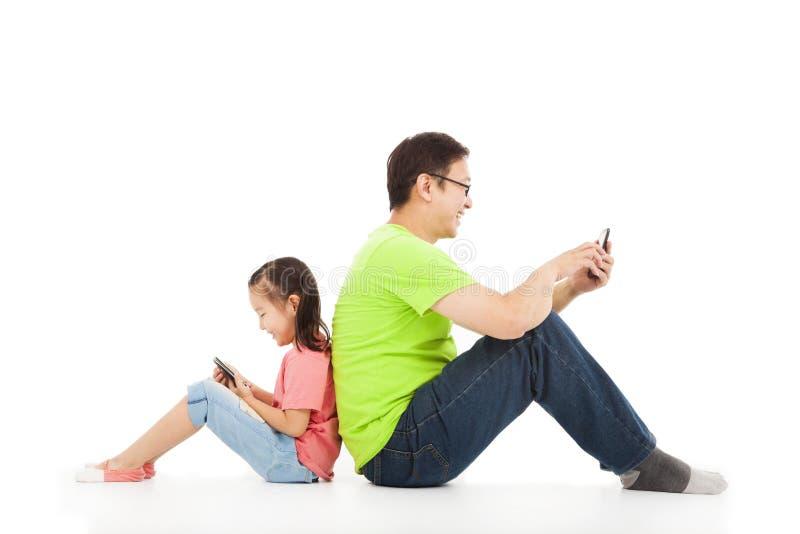 Kommunikation mellan fadern och barnet royaltyfri foto