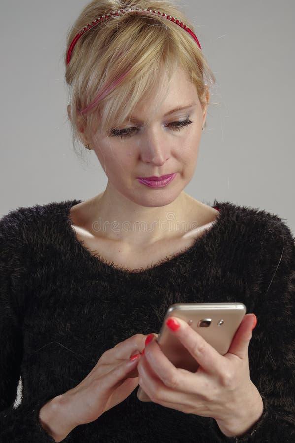 Kommunikationscellkvinna arkivfoto
