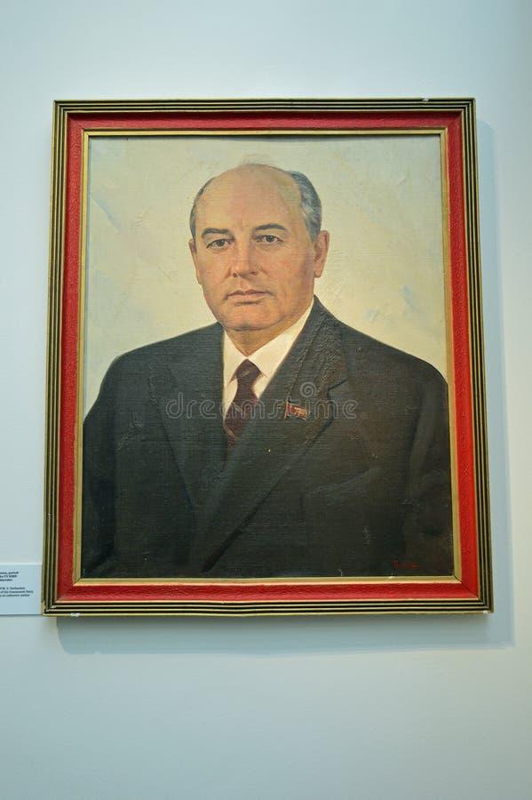 Kommunistiska artefacts - den Mikhail Gorbachev ståenden - museum Prague arkivbilder