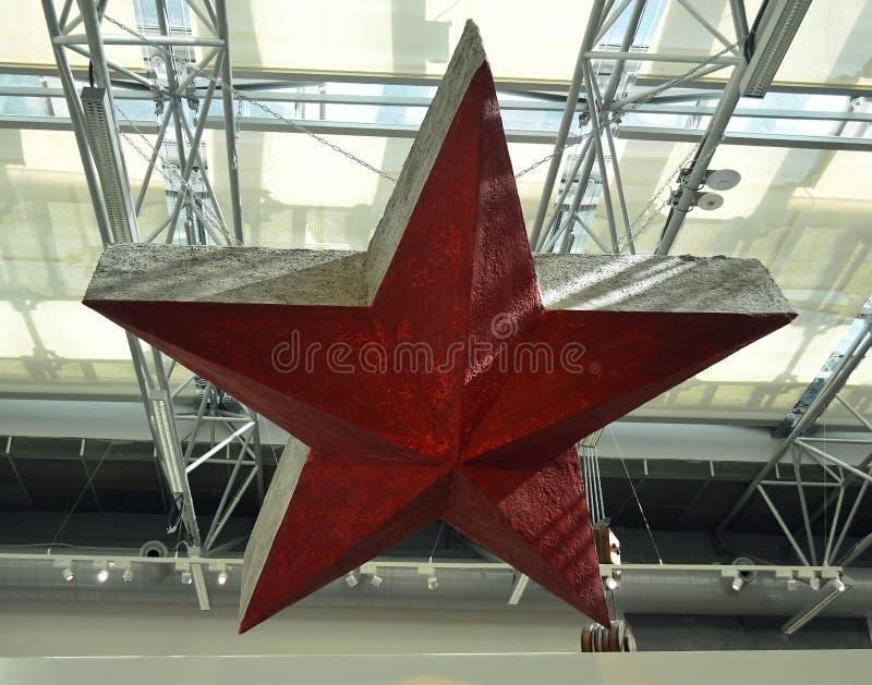 Kommunistiska artefacts - sovjetisk röd stjärna - museum Prague royaltyfri foto