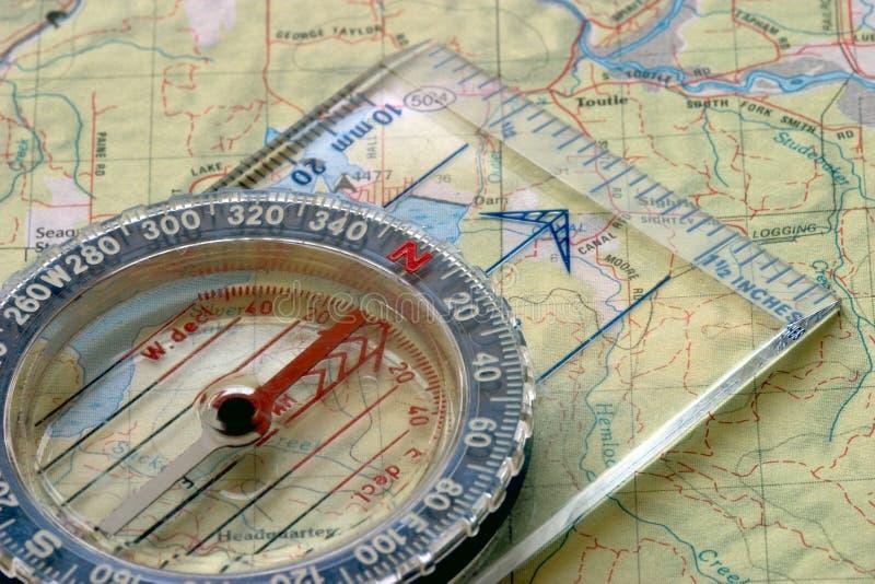 Kompaß und Karte stockfotografie