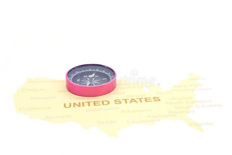 Kompas i monety na Amerykańskiej mapie biznesu zegarów pojęcia różna pokazywać czas timezone podróż zdjęcie stock