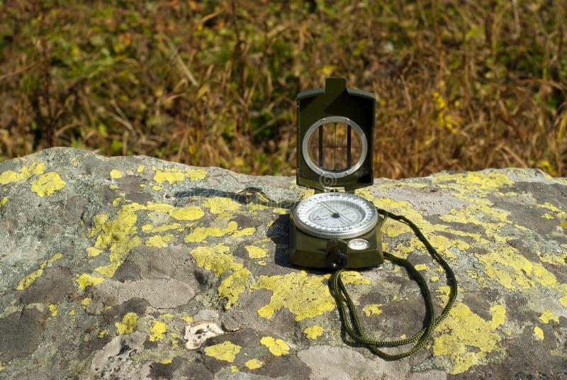 Kompas op steen royalty-vrije stock foto