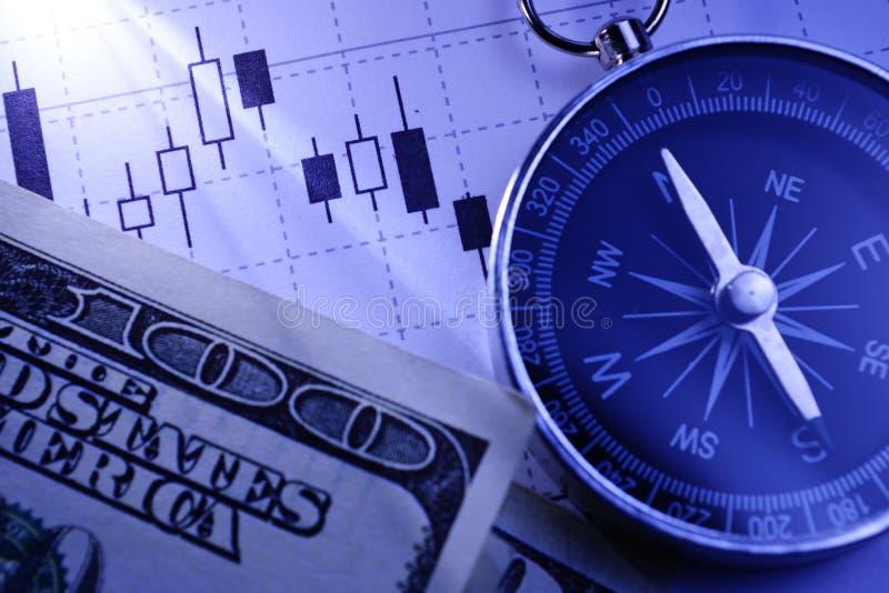 Kompass, dollarräkningar och en affärsgraf royaltyfri foto