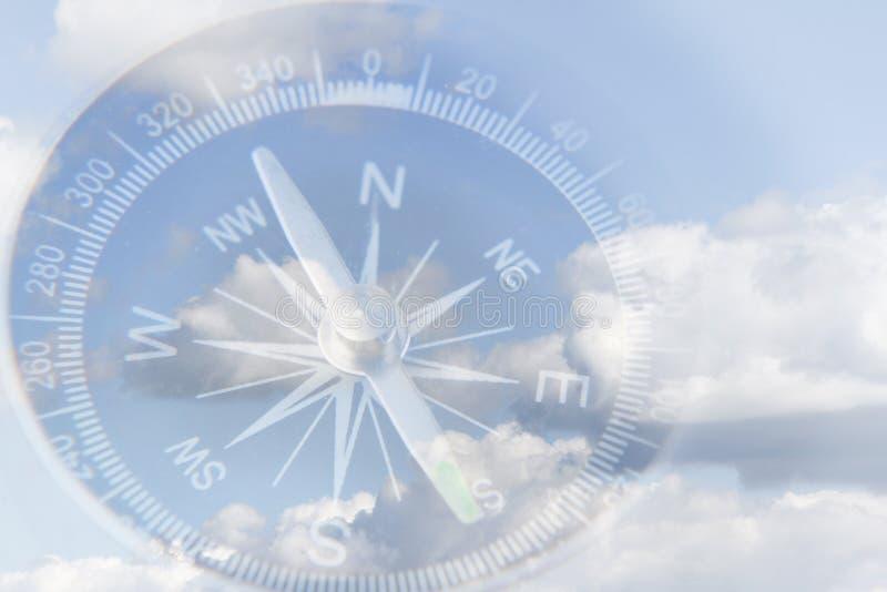 Kompass im Himmel lizenzfreie stockfotografie