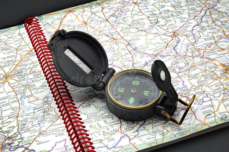 Kompass På Kartlägga Arkivfoto