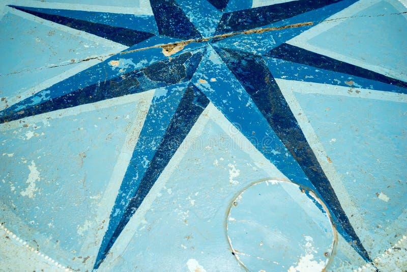 Kompass Rose On Floor lizenzfreies stockfoto
