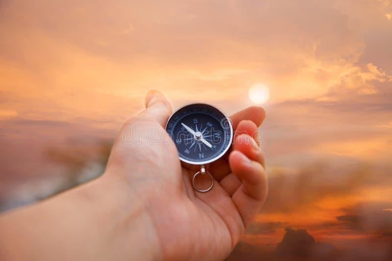kompasshand arkivfoto