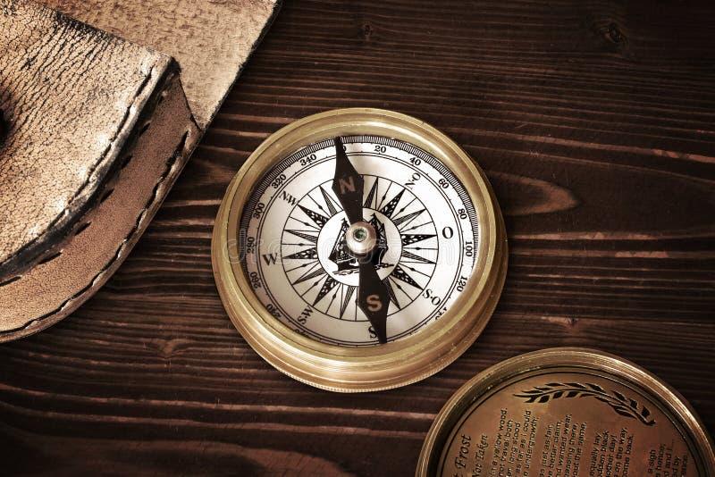 Kompasskurs, der neuen alten deutschen nosw Norden wandert lizenzfreie stockbilder