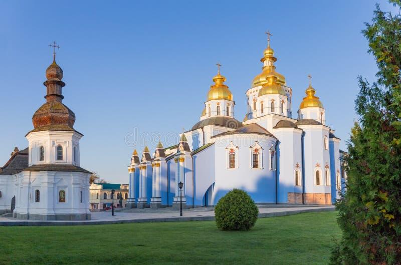 Komplex vom des St Michael Golden-gewölbten Kloster, Kiew stockbild
