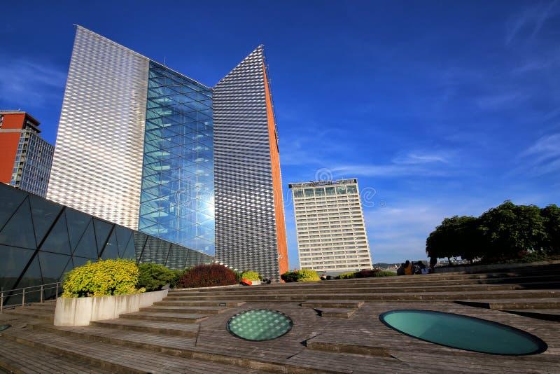 Komplexet av byggnader och terrassen av det centrala kontoret av Swedbank royaltyfria bilder