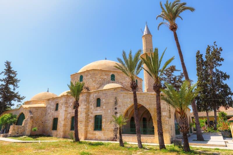 Komplexet av Hala Sultan Tekke är den noterbara gränsmärket som lokaliseras på banken av Larnaca den salta sjön, Cypern royaltyfria foton