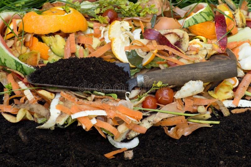 Kompost z kompostującą ziemią obraz stock