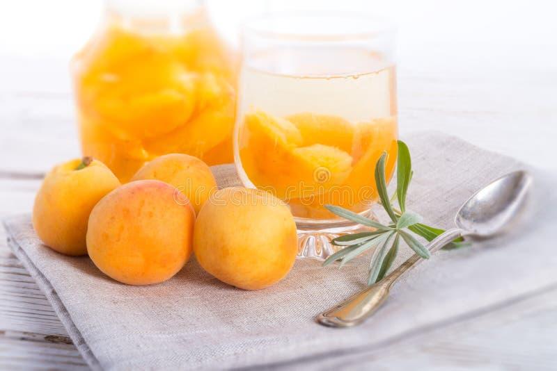 Kompot - cocktail de fruto fotos de stock royalty free