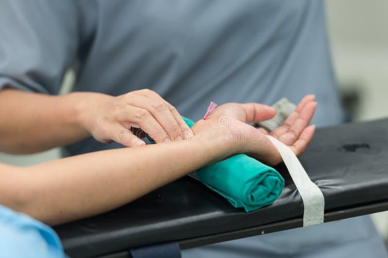 Kompresu arterialny cannula przed łączy monitoru zdjęcie royalty free