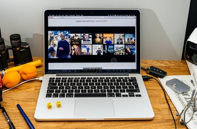 Komputer Apple przy WWDC opóźnionymi zawiadomieniami amazonki primy vid zdjęcia royalty free