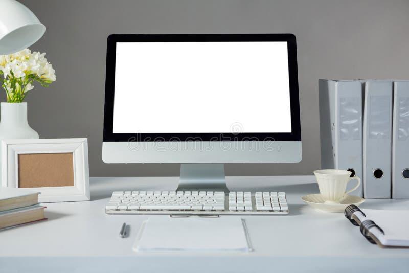 Komputer stacjonarny z obrazek filiżanką kawy i ramą fotografia stock