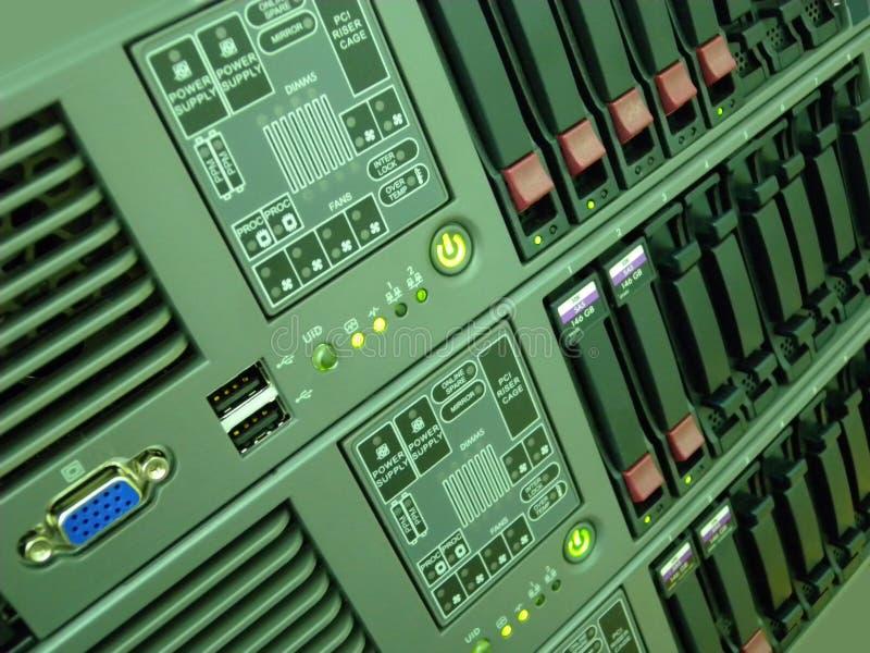 komputer wspinający się stojaka serwer obrazy royalty free