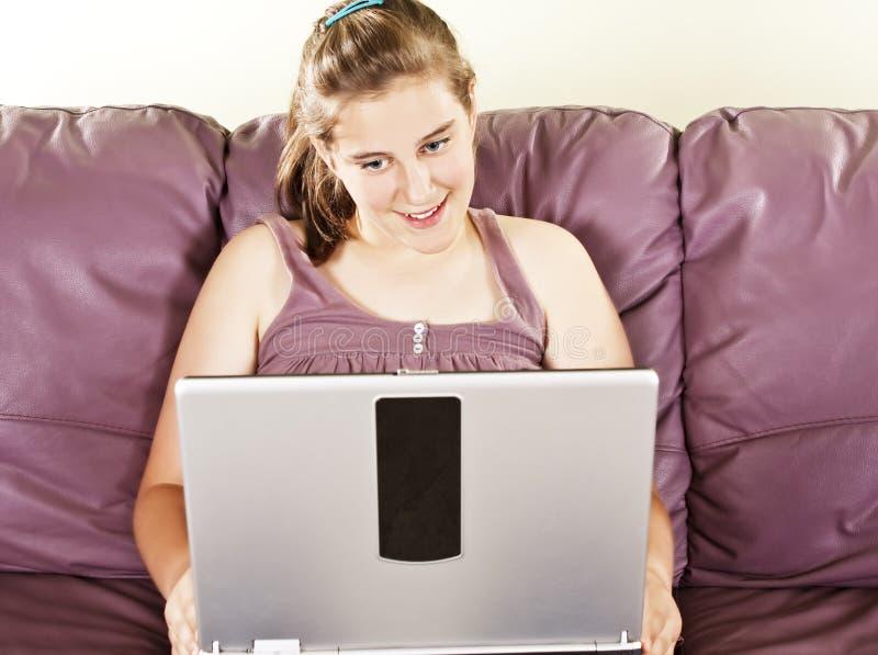 komputerowa dziewczyna ona nastoletnia zdjęcia royalty free