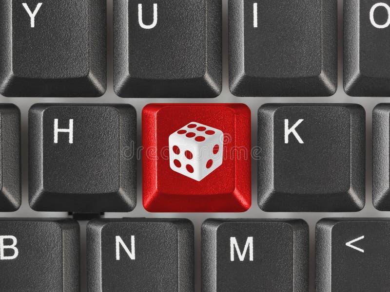 Komputerowa klawiatura z kostka do gry kluczem obrazy royalty free