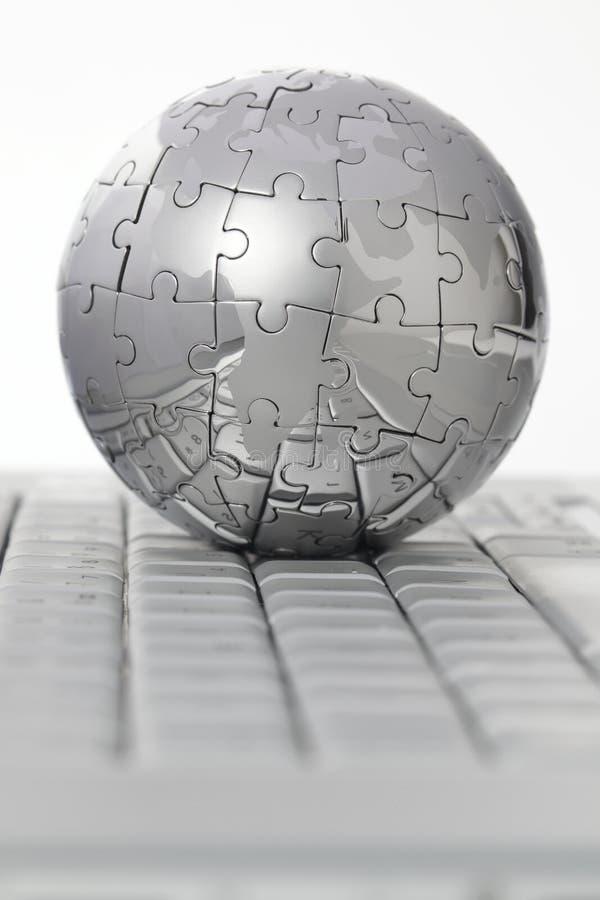 komputerowej kuli ziemskiej klawiaturowa metalu łamigłówka fotografia royalty free