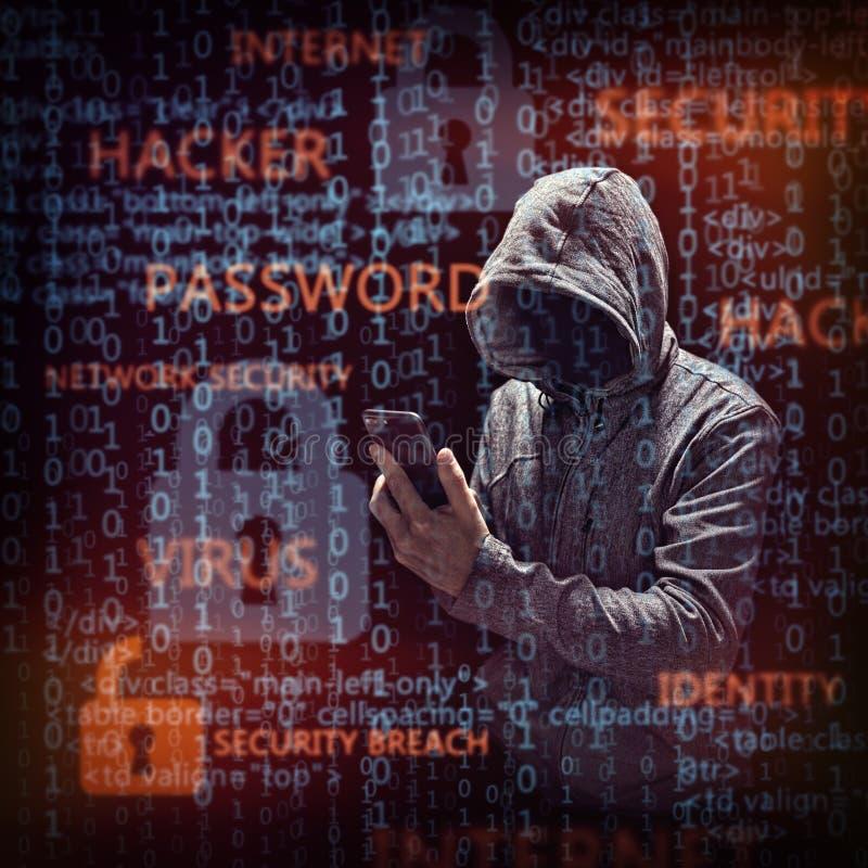 Komputerowy hacker z telefonem komórkowym zdjęcie royalty free
