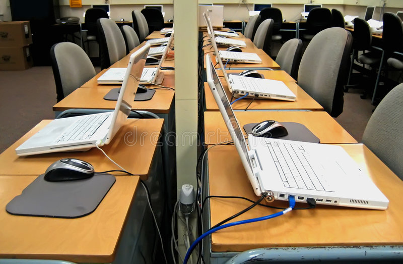 komputery 3 laboratorium zdjęcie royalty free