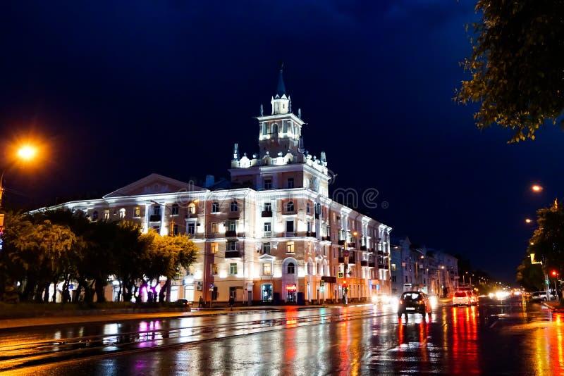 KOMSOMOLSK-ON-AMURE Lenin kwadrat przy nocą obraz royalty free