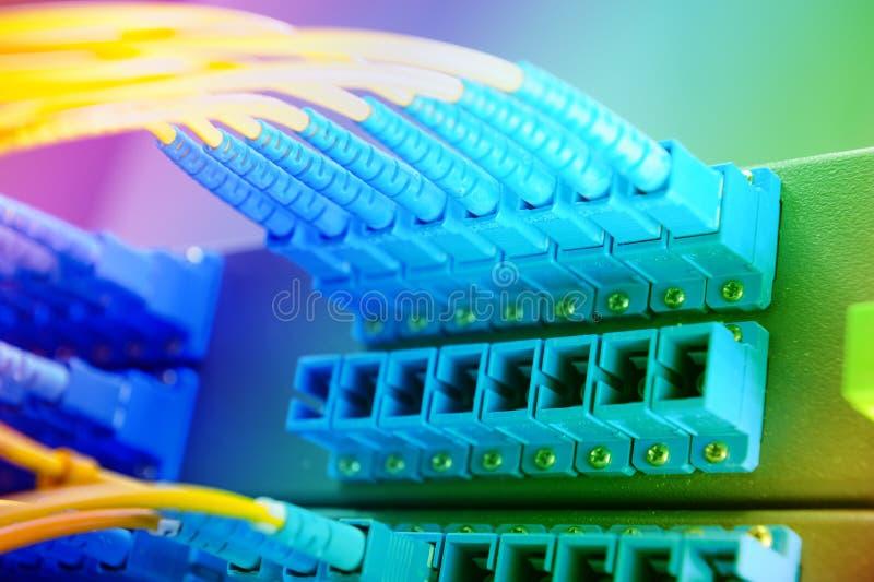 Komunikaci i interneta sieci serweru pokój obraz stock