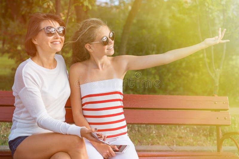 Komunikacja między rodzicem i dzieckiem fotografia royalty free