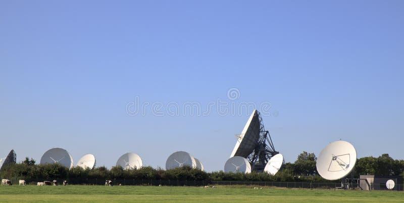 Komunikacyjne satelity w Fryzyjskim Burum, Holandia zdjęcia stock