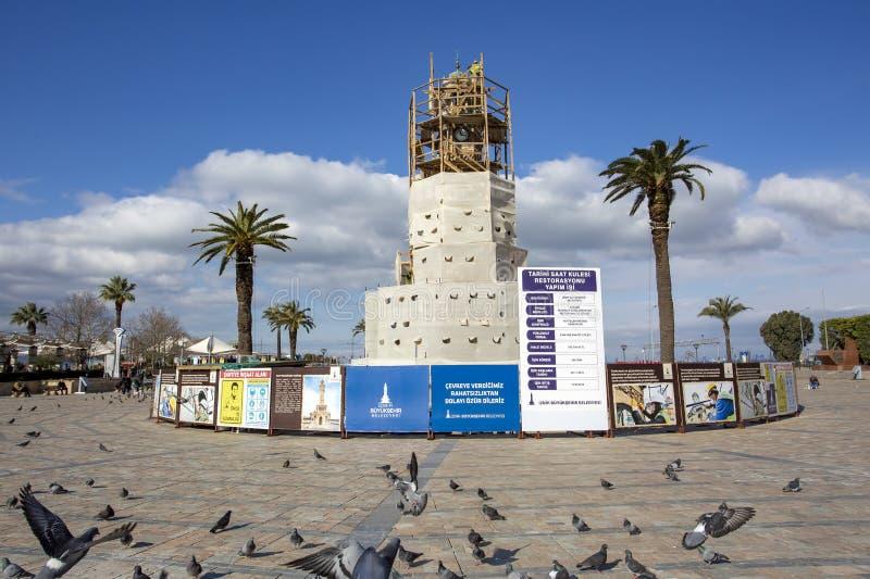 Konak/伊兹密尔/土耳其,2019年2月15日,历史老钟楼整修,恢复,修理 免版税库存照片