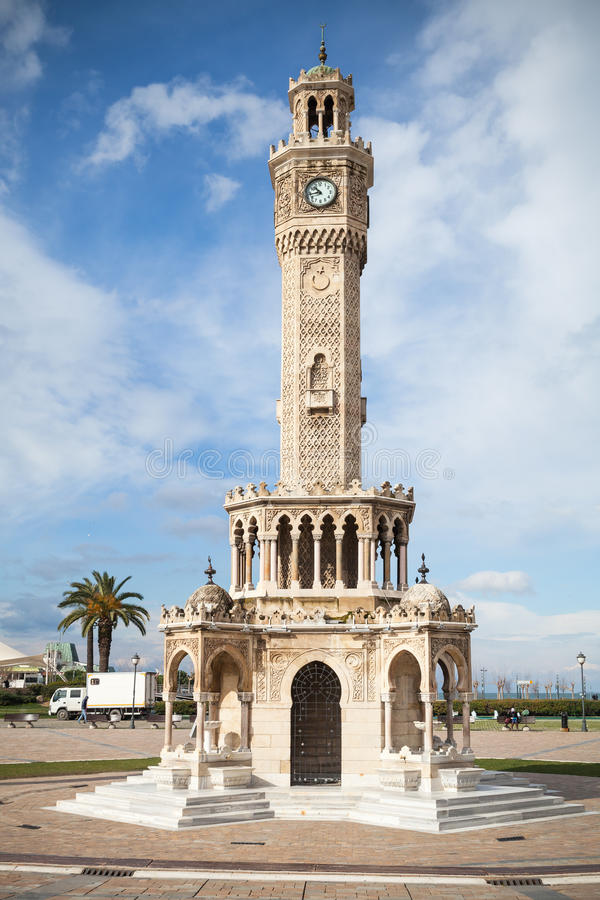Konak esquadra a opinião da rua com a torre de pulso de disparo histórica imagens de stock royalty free