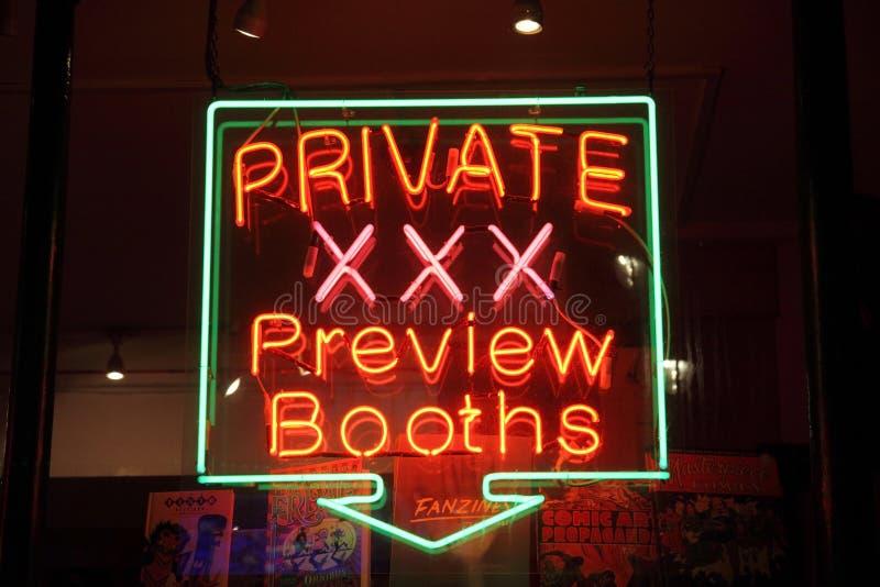 koncensjonowany neonowy płci sklepu znak fotografia stock