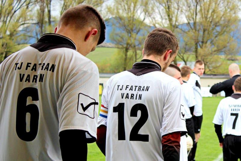 Koncentration av fotbollsspelare för lek fotografering för bildbyråer