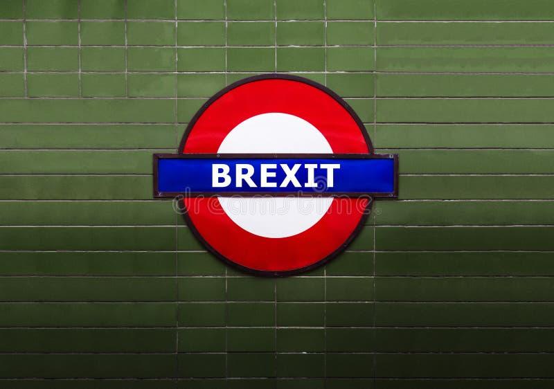 Koncepcja Brexta - Brexit słowo na londyńskim znaku podziemnym - kryzys polityczny i gospodarczy fotografia stock