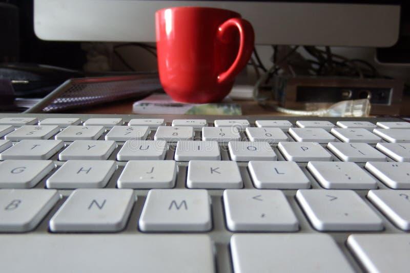 koncepcja komputerowy wchodzi interrrogation kluczowe pytanie klawiaturowy otrzymuje żółty zdjęcia royalty free