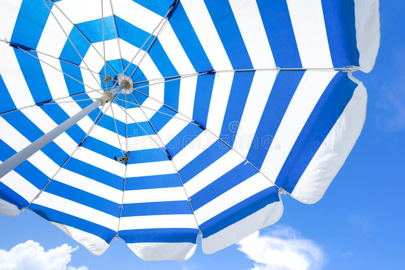 koncepcja plażowy wakacje parasolkę zdjęcia royalty free
