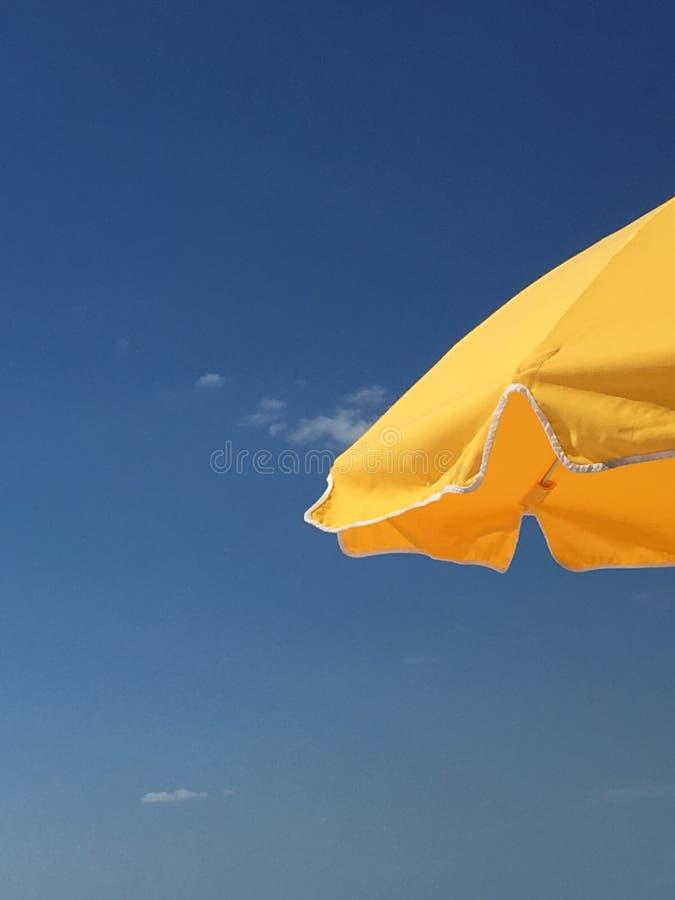 koncepcja plażowy wakacje parasolkę obrazy stock