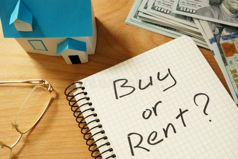 """koncepcja real nieruchomości Notepad z zakupem lub czynszowym Ñ """"Ñ 'Ð ² domu modelem zdjęcie royalty free"""