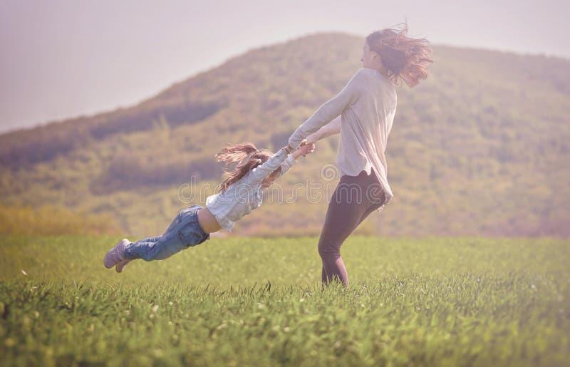 koncepcja szczęśliwa rodzina fotografia royalty free