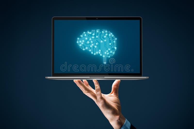 Koncepcja sztucznej inteligencji z notebookiem obraz royalty free
