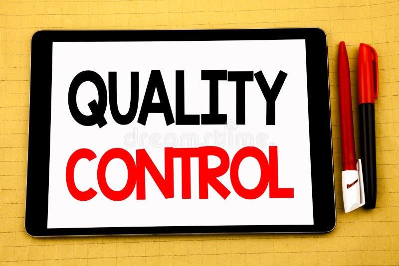 Konceptualna handwriting teksta podpisu inspiracja pokazuje kontrola jakości Biznesowy pojęcie dla ulepszenie pracy Pisać na past zdjęcia stock