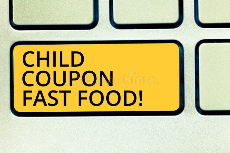 Konceptualna ręka pisze pokazywać dziecko talonu fast food Biznesowi fotografia teksta bileta rabata oszczędzań dżonki posiłki dl obrazy royalty free