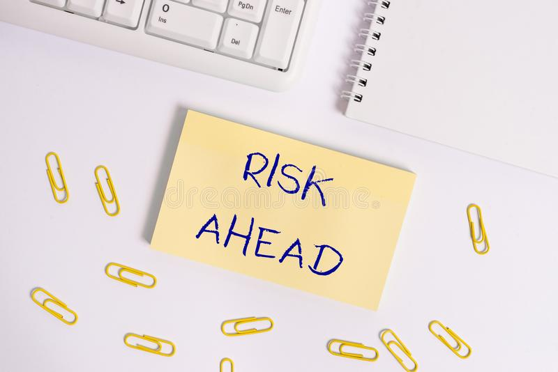 Konceptualna ręka pisze pokazywać ryzyko Naprzód Biznesowa fotografia pokazuje A prawdopodobieństwo lub zagrożenie szkoda, uraz obraz stock