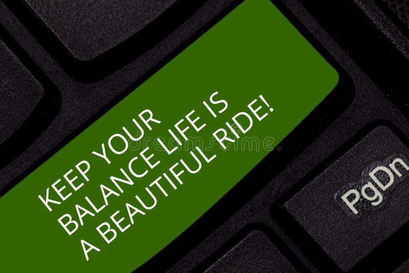Konceptualna ręka pisze pokazywać utrzymaniu Twój Balansowego życie Jest Pięknym przejażdżką Biznesowa fotografia pokazuje kombin fotografia stock
