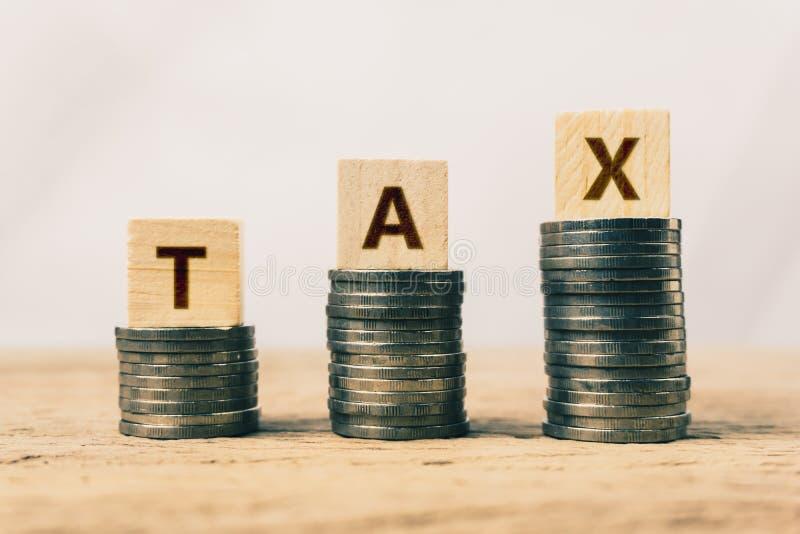 Konceptualny o podatek korzyści lub obowiązkowym pieniężnym ładunku obrazy stock